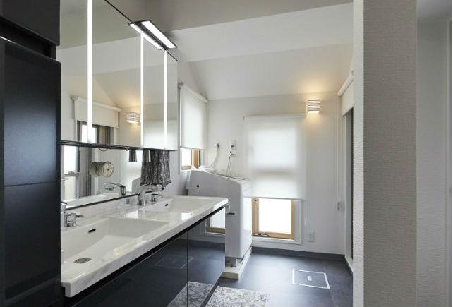 混み合う朝にも同時に使える、2連ボウルの洗面化粧台