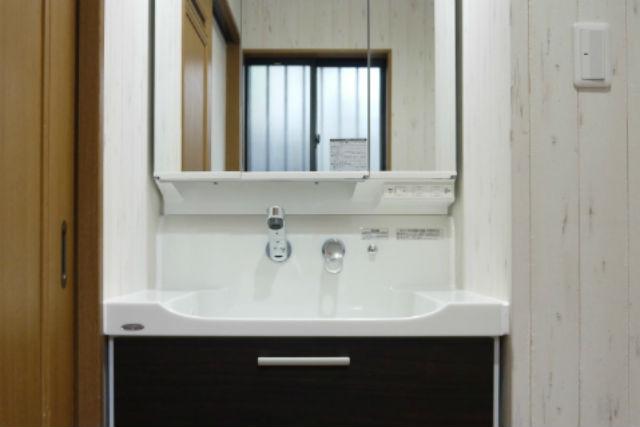 オールスライド三面鏡で収納・機能面がアップした洗面化粧台
