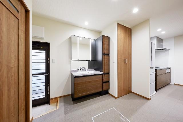 収納庫付きで家事効率が向上する洗面化粧室