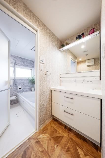 移設でスペースを有効活用!収納も充実した洗面化粧台
