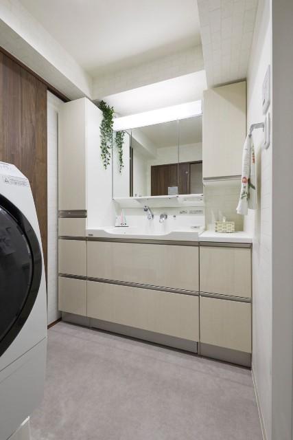 大容量サイドキャビネットのある洗面化粧台