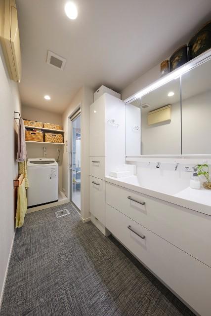 収納の組み合わせが豊富な洗面化粧台ですっきり整った空間に