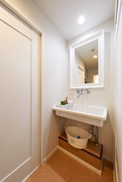 多目的シンクを用いたフレンチスタイルの造作洗面台