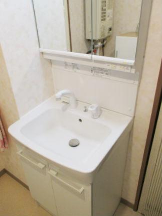 幅600mmのコンパクトな洗面化粧台 LIXIL PT