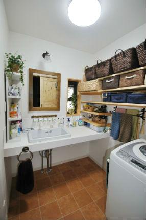 こだわりの詰まったカントリー調の洗面室