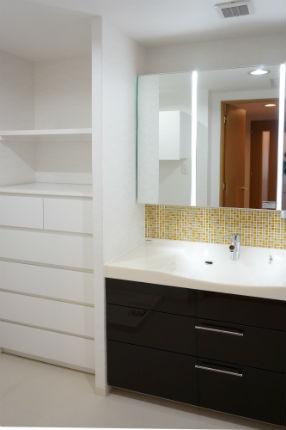 ガラスモザイクタイルでおしゃれな洗面台 パナソニック「ラシス」