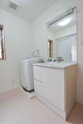 洗面脱衣所の増築でゆとりのある広々空間に