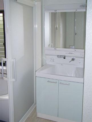 グロスライトグリーンの洗面化粧台「TOTOサクア」