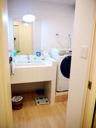 モザイクタイルの造作洗面化粧台