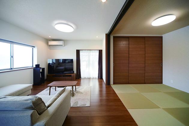 キッチンから見渡せる明るく開放的なリビングダイニング 大阪市