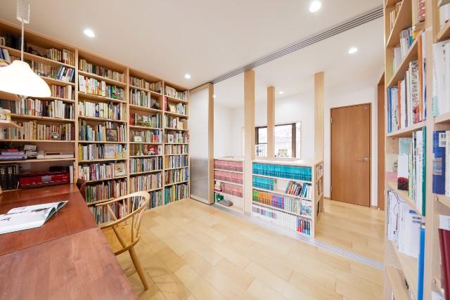明るく開放的な読書が捗るプライベート図書館