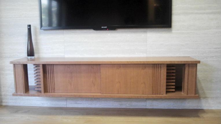 人気の木材を使用したオリジナルのテレビボード