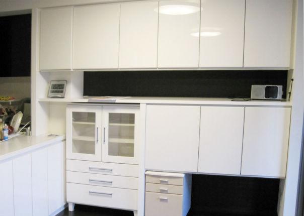 再利用する造作家具のサイズに合わせた壁面&カウンター下収納