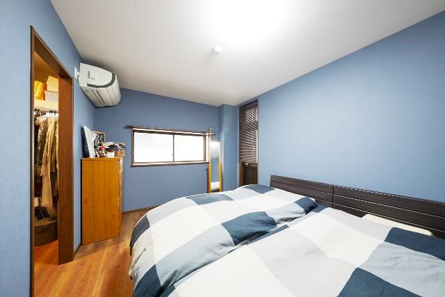 スペースと収納が充実したベッドルーム