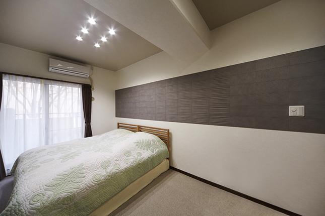 調湿・消臭効果のあるエコカラット【グラナスラシャ】で寝室リフォーム