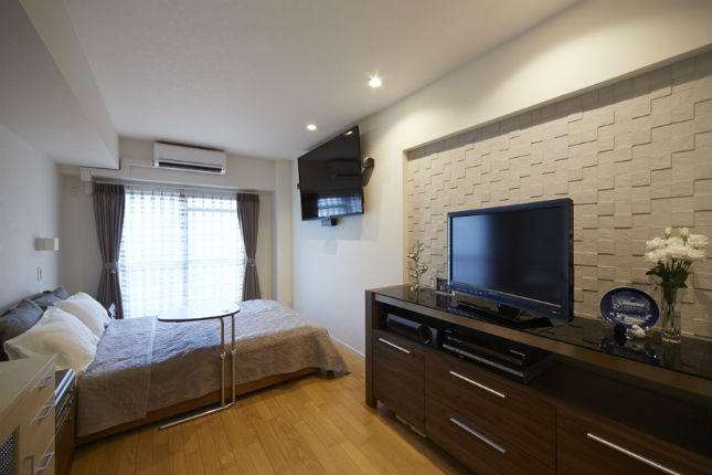 調湿効果のあるエコカラット「ペトラスクエア」を使用した快適な寝室