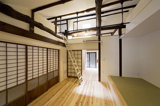 収納付き小上がりの和室が付いたモダン空間