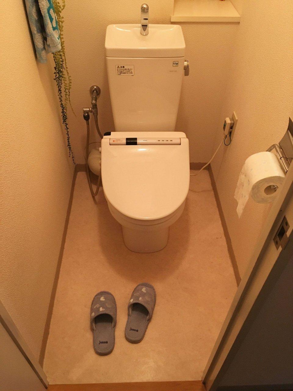 ナタリーレテの壁紙がインパクト大のポップなトイレ空間 施工事例