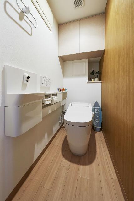 ナチュラルテイストに生まれ変わった手が洗いやすいトイレ