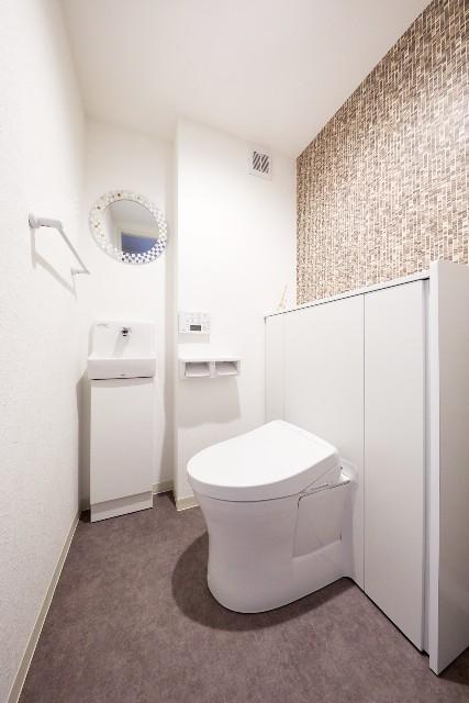 向きを変えて使いやすくなった収納一体型トイレ