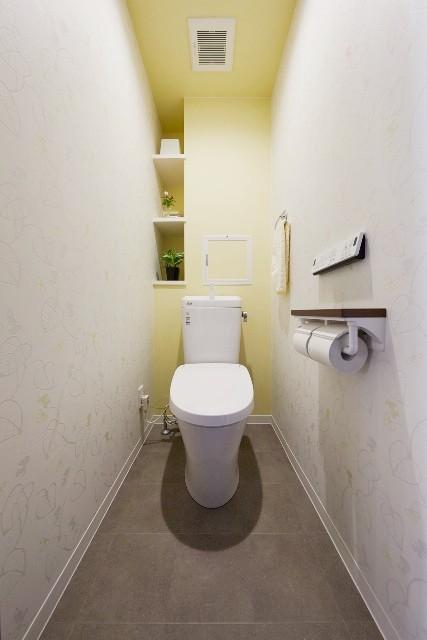 可愛らしい柄×イエロークロスでキュートなトイレ空間に