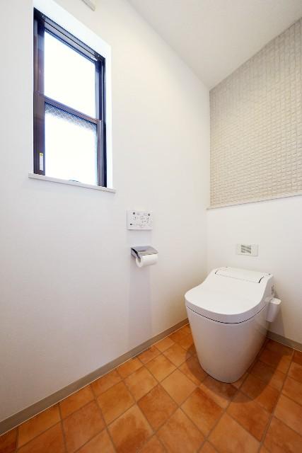エコカラット「ヴィーレ」が印象的なトイレ空間