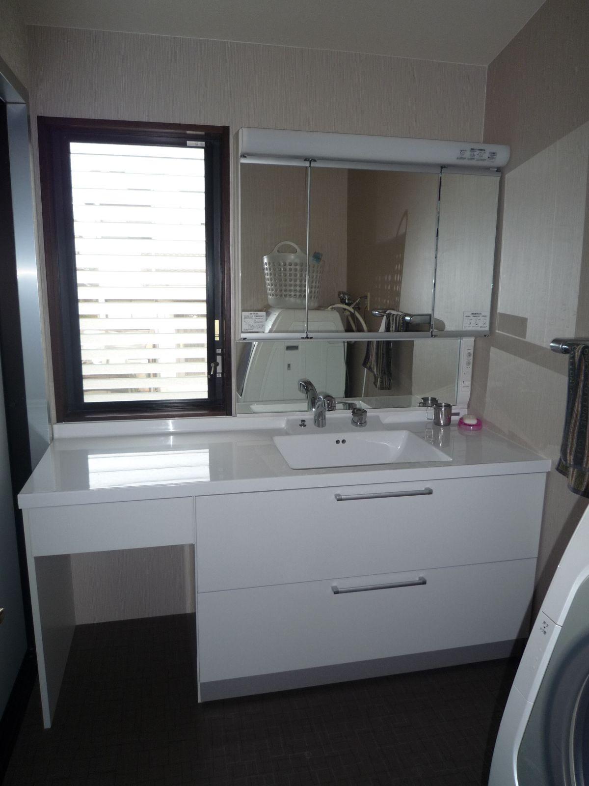 totoシステムjでかっこいい洗面化粧台に(2014年1月12日)|リフォームの